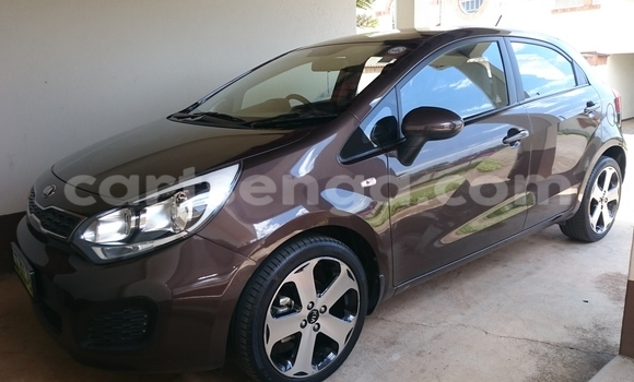 Buy Used Kia Carens Car in Mbabane in Swaziland
