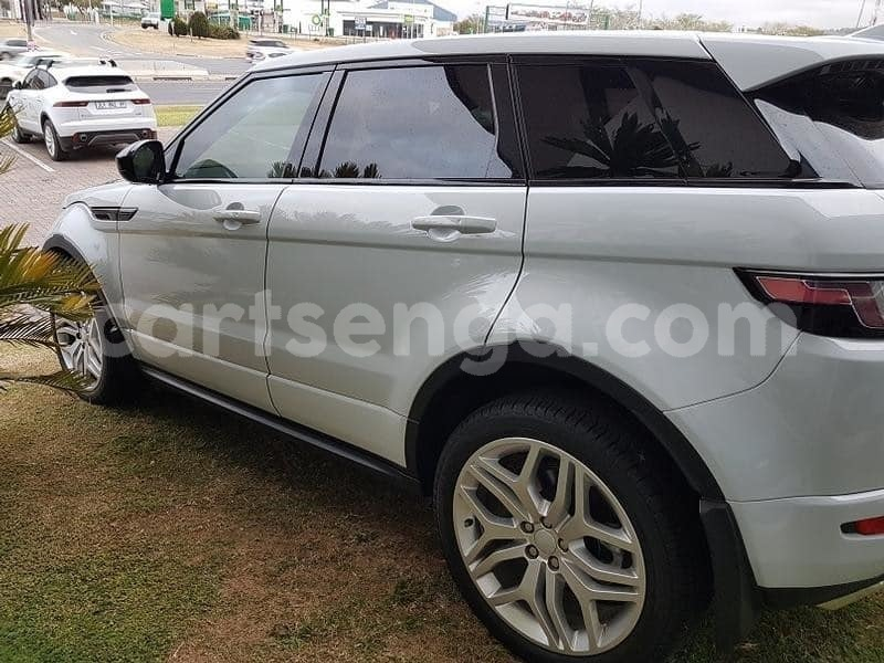 Big with watermark 2015 land rover evoque 4