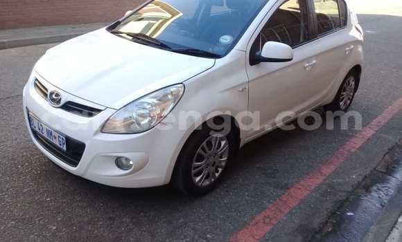 Buy Used Hyundai H1 White Car in Ezulwini in Hhohho