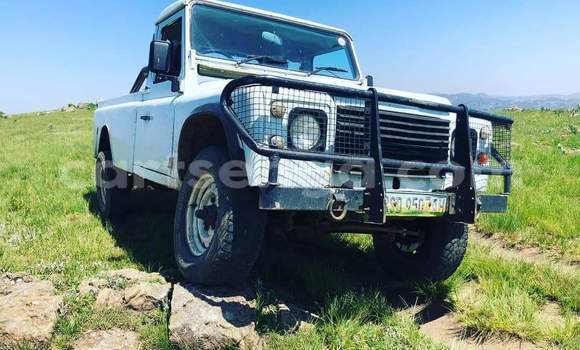 Buy Used Land Rover Defender White Car in Mbabane in Manzini