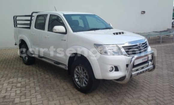 Buy Used Toyota Hilux White Car in Lobamba in Manzini