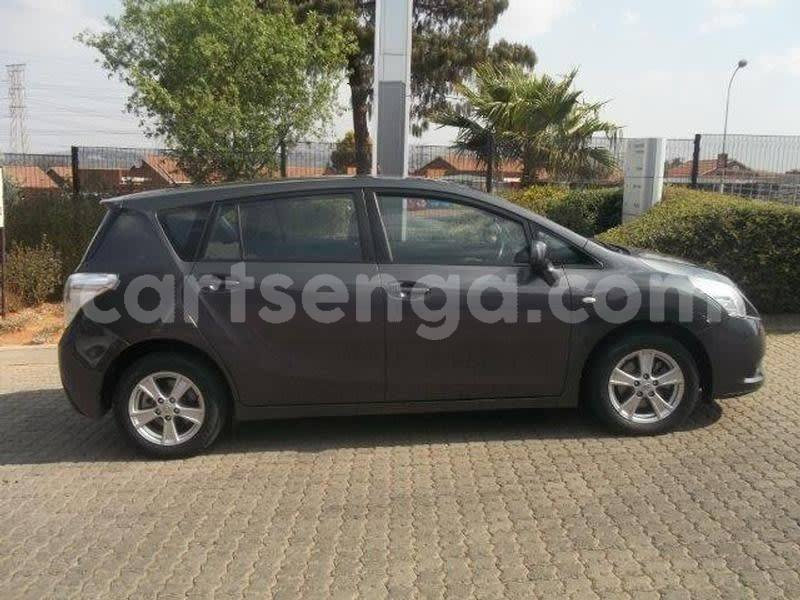 Big with watermark 20014 toyota verso 6