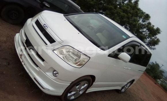 Buy Used Toyota Noah White Car in Mbabane in Manzini