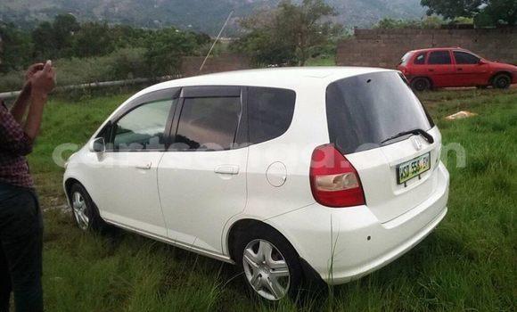 Nunua Ilio tumika Honda Fit White Gari ndani ya Manzini nchini Manzini