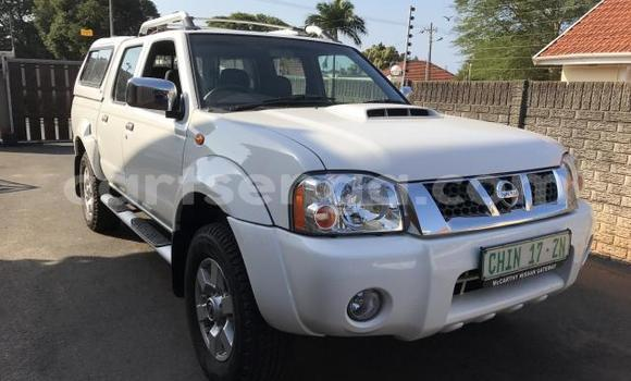 Buy Used Nissan NP 300 White Car in Hlatikulu in Shiselweni District