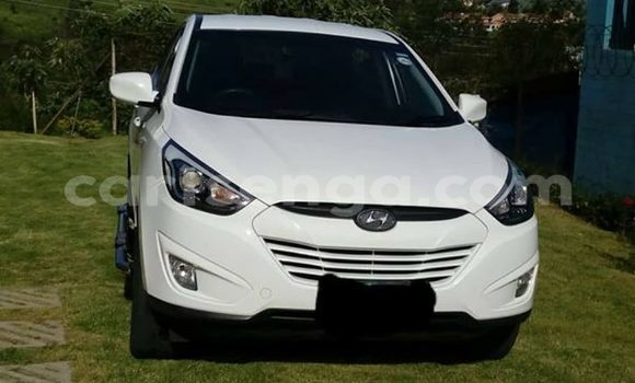 Buy Used Hyundai ix35 White Car in Mbabane in Manzini