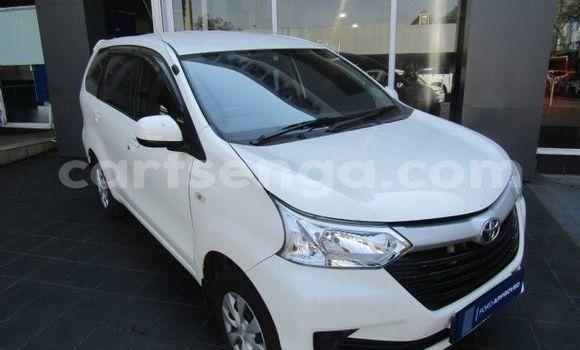 Buy Used Toyota Avanza White Car in Bhunya in Manzini