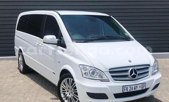 Buy Used Mercedes-Benz Viano White Car in Big Bend in Lubombo