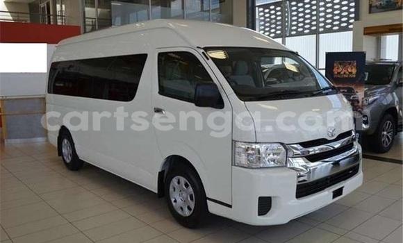 Buy Used Toyota Avanza White Car in Mbabane in Manzini