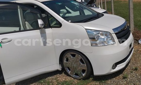 Buy Used Toyota Noah White Car in Nhlangano in Shiselweni District
