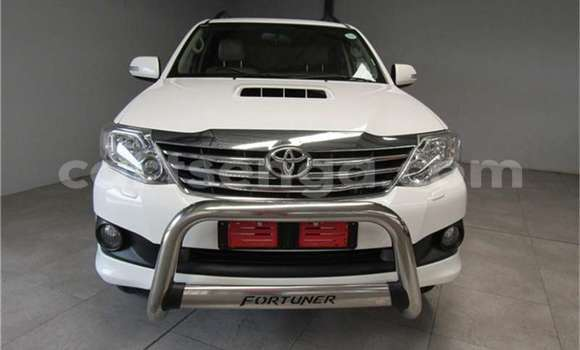 Buy Used Toyota Fortuner White Car in Bhunya in Manzini