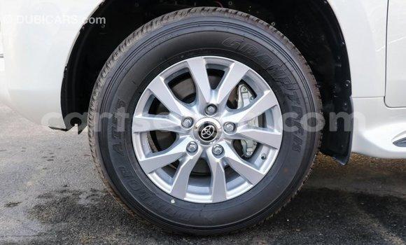 Acheter Importé Voiture Toyota Land Cruiser Blanc à Import - Dubai, Hhohho