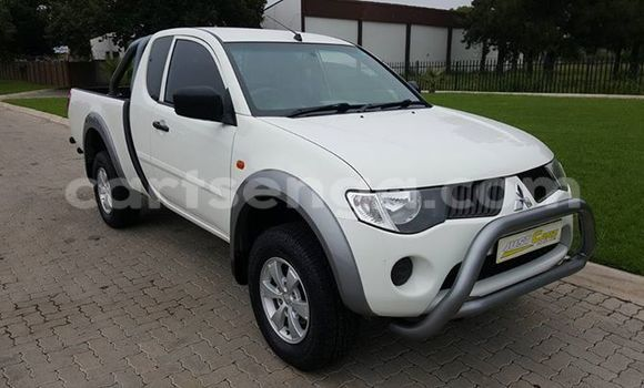 Buy Used Mitsubishi L200 White Car in Manzini in Swaziland