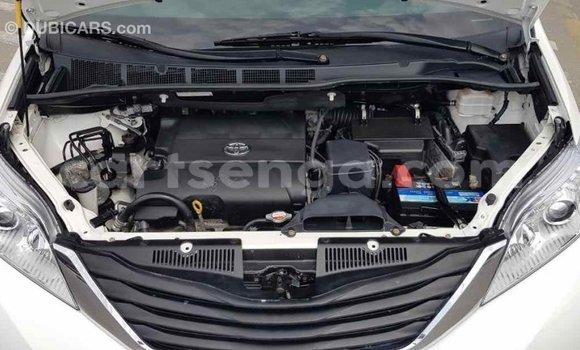 Buy Import Toyota Sienna White Car in Import - Dubai in Hhohho