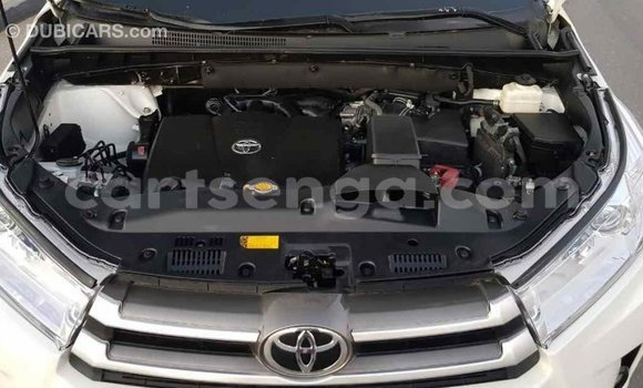 Buy Import Toyota Highlander White Car in Import - Dubai in Hhohho