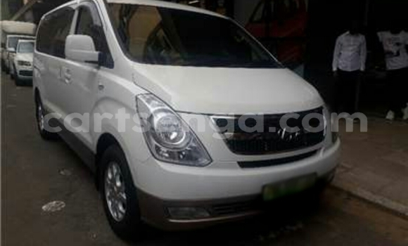 Buy Used Hyundai H1 White Car in Big Bend in Lubombo