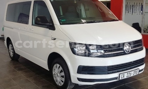 Buy Used Volkswagen Caravelle White Car in Bhunya in Manzini