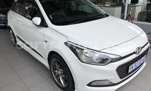 Buy Used Hyundai i20 White Car in Malkerns in Manzini