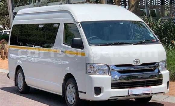 Buy Used Toyota Hiace White Car in Hlatikulu in Shiselweni District