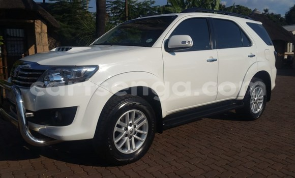 Buy Used Toyota Fortuner White Car in Ezulwini in Hhohho