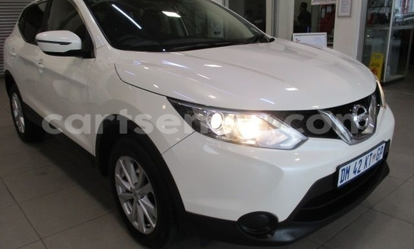 Buy Used Nissan Qashqai White Car in Big Bend in Lubombo District