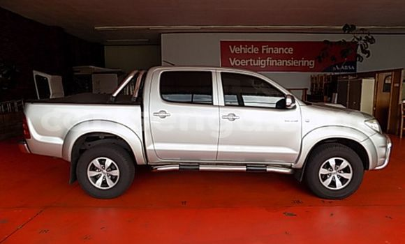 Buy Used Toyota Hilux Silver Car in Import - Dubai in Hhohho