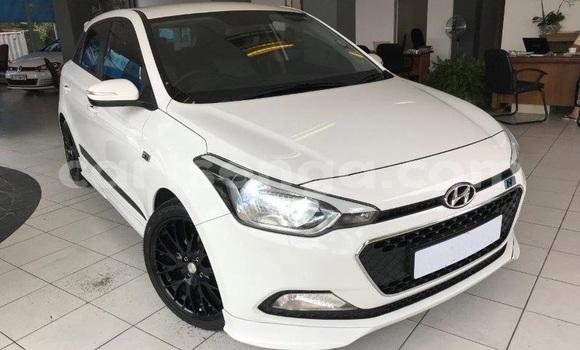 Buy Import Hyundai i20 White Car in Import - Dubai in Hhohho