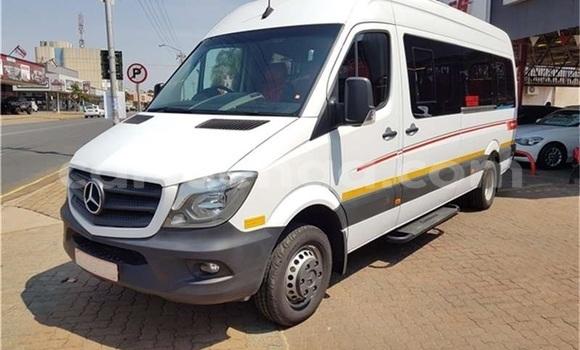 Buy Used Mercedes‒Benz W115 White Car in Import - Dubai in Hhohho
