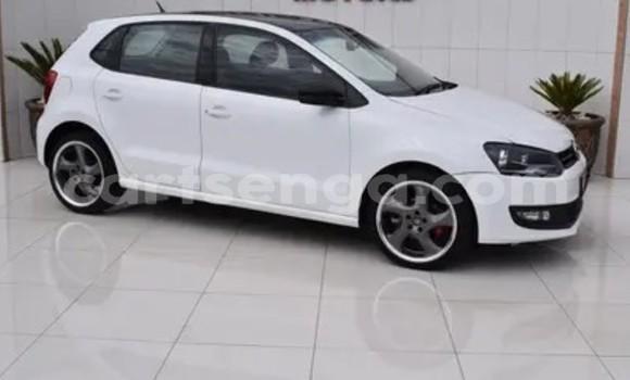 Nunua Ilio tumika Volkswagen Polo White Gari ndani ya Bhunya nchini Manzini