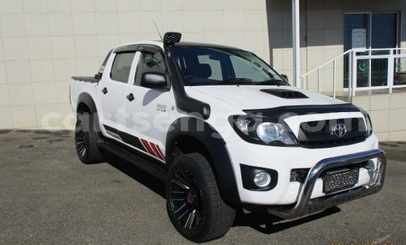 Buy Used Toyota Hilux White Car in Import - Dubai in Hhohho