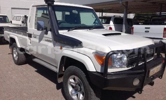 Buy Used Toyota Land Cruiser White Car in Import - Dubai in Hhohho