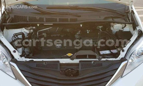 Acheter Importé Voiture Toyota Sienna Blanc à Import - Dubai, Hhohho