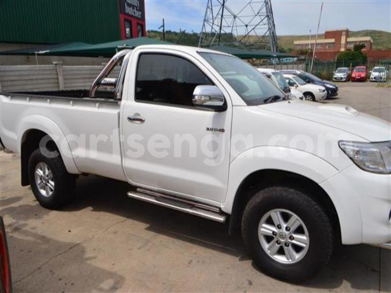 Big with watermark 2014 toyota hilux 3.0 d 4d raider 8