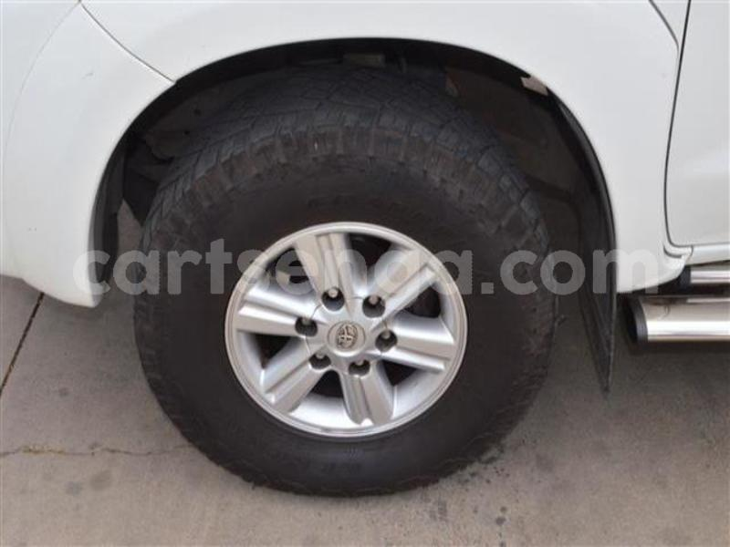 Big with watermark 2014 toyota hilux 3.0 d 4d raider 9
