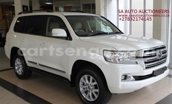Buy Used Toyota Land Cruiser White Car in Mbabane in Manzini