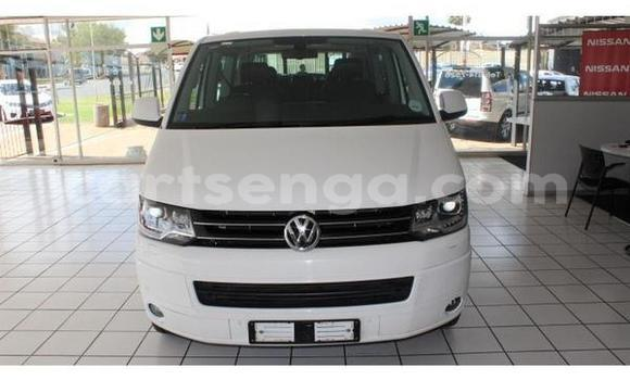 Buy Used Volkswagen Caravelle White Car in Big Bend in Lubombo District