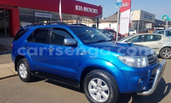 Buy Used Toyota Fortuner Blue Car in Mbabane in Manzini