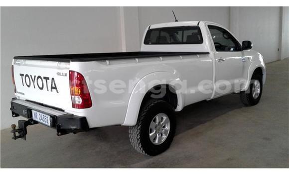 Buy Used Toyota Hilux Silver Car in Bhunya in Manzini