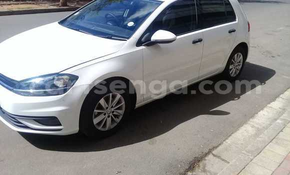 Buy Used Volkswagen Golf White Car in Bhunya in Manzini