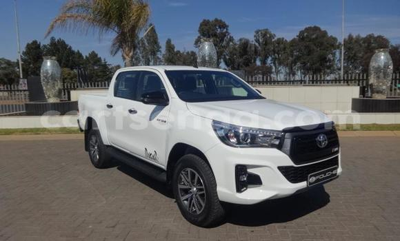 Buy Used Toyota Hilux White Car in Mbabane in Manzini