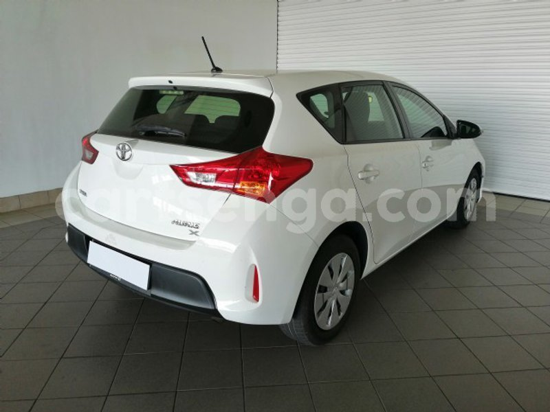 Big with watermark 2015 toyota auris 1