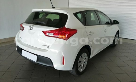 Buy Used Toyota Auris White Car in Mbabane in Manzini