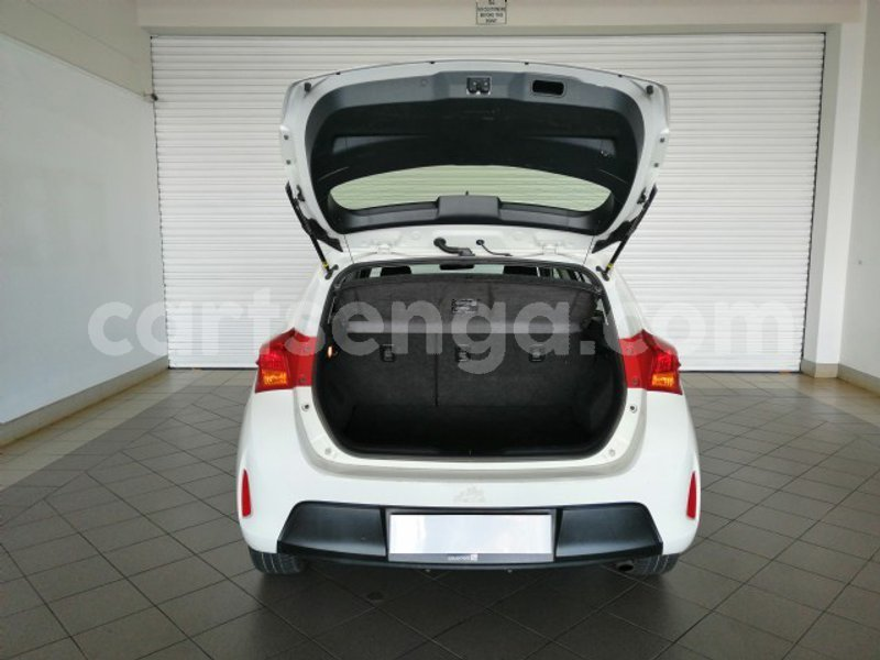 Big with watermark 2015 toyota auris 2