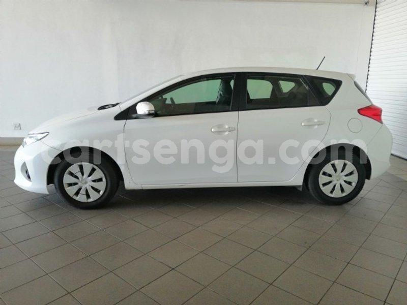 Big with watermark 2015 toyota auris 8