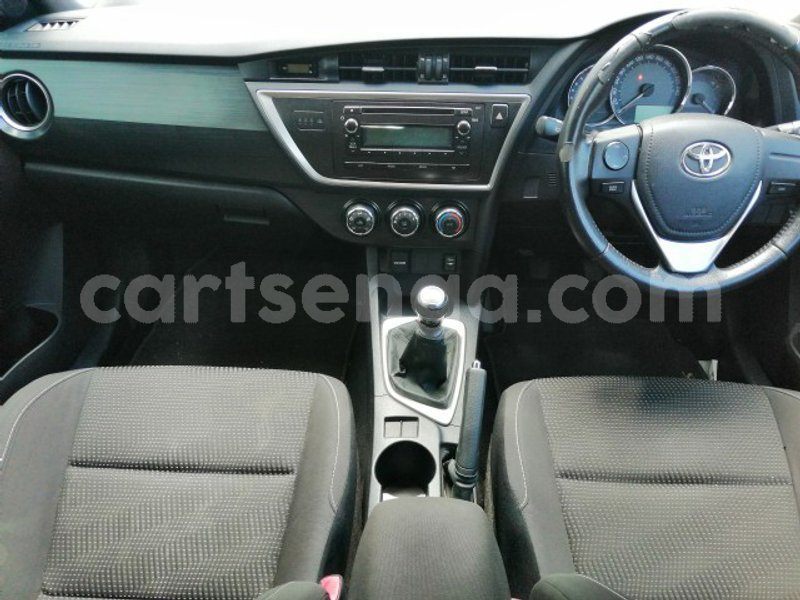 Big with watermark 2015 toyota auris 6