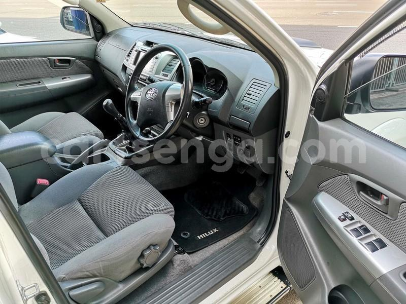 Big with watermark 2013 hilux 3d manual 6