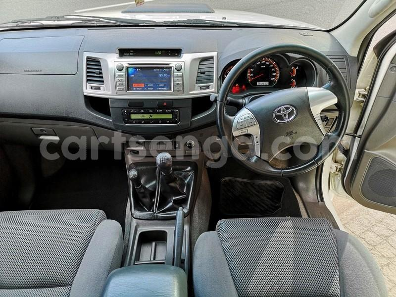 Big with watermark 2013 hilux 3d manual 8