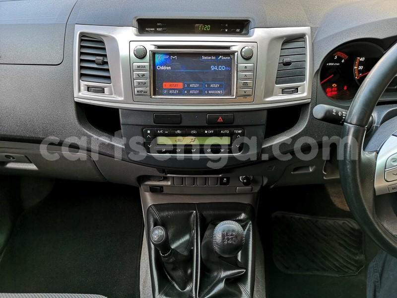 Big with watermark 2013 hilux 3d manual 9