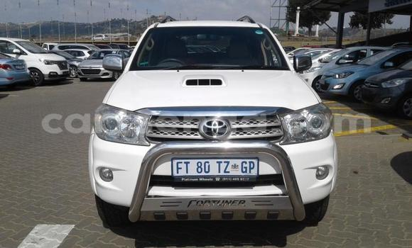 Buy Used Toyota Fortuner White Car in Mbabane in Manzini