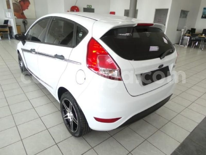 Big with watermark 2016 ford fiesta 3